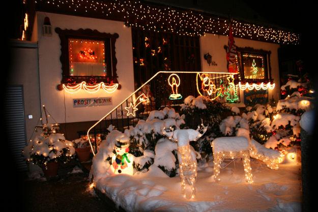 Natale a berlino usanze e tradizioni di natale nella - Ghirlande luminose per esterno ...
